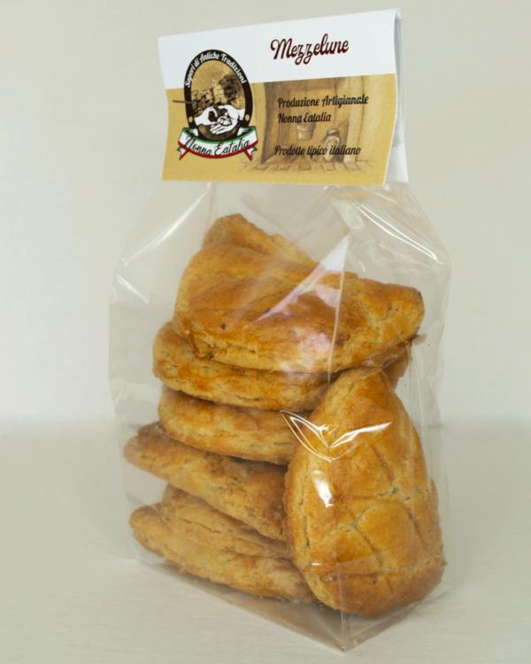 mezzelune di pasta frolla ripiene prodotto tipico ciociaro